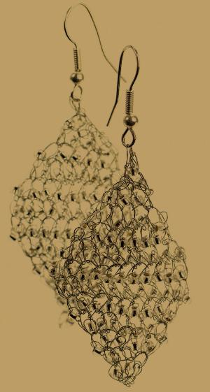 Funkelnde Rauten Ohrringe mit Perlen
