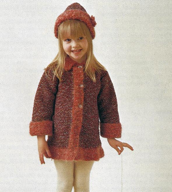 Gestrickter Kinder Mantel mit passender Mütze, kostenlose Strickanleitung