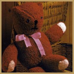 Gestrickter Teddybär aus fester Bouclewolle, kostenlose Anleitung