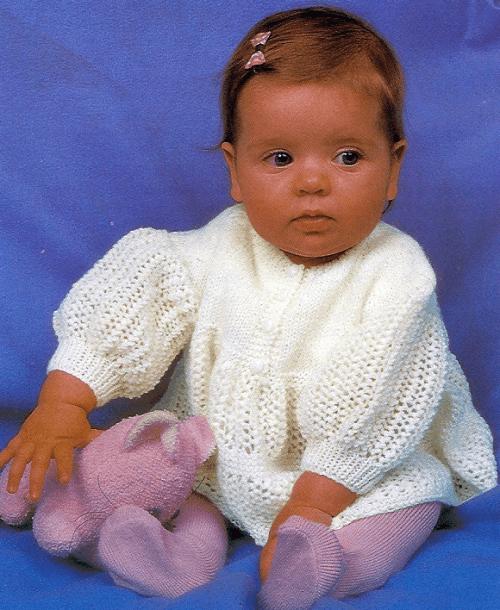Gestricktes Babykleidchen