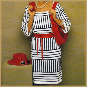 Gestricktes Kleid mit Streifen in zwei Farben gestrickt