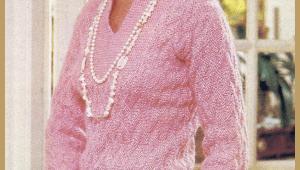 Gestrickter eleganter Pullover im Phantasiemuster