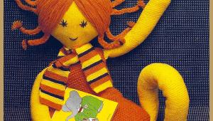 Gestrickte Puppe mit Zöpfen