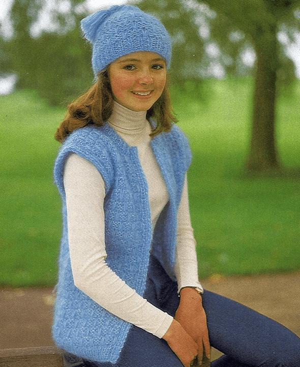 Selbstgestrickte Mädchenweste mit passender Mütze