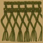 Eingeknüpfte Fransen und Bogenränder an Häkelteilen