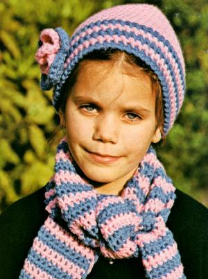 Gehäkelte Mütze mit passendem Schal