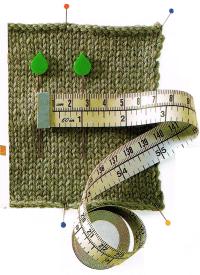 Mit dem Maßband wird die Maschenzahl am festgesteckten Teil geprüft.
