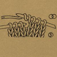 Strickschriften 1 Doppelumschlag So viele Umschläge, wie die Zahl angibt 1 Umschlag mit der rechten Masche rechts zusammenstricken 2 Maschen nacheinander mit dem Umschlag rechts zusammenstricken 1 Masche mit Umschlag rechts zusammenstricken 1 Masche mit Umschlag links zusammenstricken 1 Masche mit Umschlag abheben 2 Maschen zusammen mit 1 Umschlag abheben Umschlag oder Doppelumschlag fallen lassen 1 Umschlag mit 1 neuen Umschlag abheben 2 Umschläge rechts zusammenstricken 2 Maschen rechts zusammenstricken 2 Maschen überzogen zusammenstricken, d. h. 1 Masche wie zum Rechtsstricken abheben, 1 Masche rechts, die abgehobene Masche über die gestrickte ziehen. 2 Maschen links zusammenstricken 2 Maschen rechtsverschränkt zusammenstricken 2 Maschen linksverschränkt zusammenstricken 3 Maschen rechts zusammenstricken 3 Maschen links zusammenstricken 3 Maschen überzogen zusammenstricken, d. h. 1 Masche wie zum Rechtsstricken abheben, die folgenden 2 Maschen rechts zusammenstricken, die abgehobene Masche darüberziehen. 3 Maschen zusammenstricken, d. h. 2 Maschen zusammen wie zum Rechtsstricken abheben, 1 Masche rechts, dann die abgehobenen Maschen überziehen. 4 Maschen bzw. so viele Maschen rechts zusammenstricken, wie die Zahl angibt 5 Maschen bzw. so viele Maschen links zusammenstricken, wie die Zahl angibt 5 bzw. so viele Maschen, wie die Zahl angibt, rechtsverschränkt zusammenstricken. 1 Masche mit dem Umschlag rechtsverschränkt zusammenstricken. 1 Masche rechtsverschränkt aus dem Verbindungsfaden stricken Den Verbindungsfaden auf die linke Nadel nehmen und links stricken. 2 Maschen nach rechts verkreuzen, d. h. die 2. Masche vor der 1. Masche rechts stricken, noch auf der linken Nadel lassen, die 1. Masche rechts stricken und beide Maschen von der linken Nadel gleiten lassen. 2 Maschen nach links verkreuzen, d. h. die 2. Masche hinter der 1. Masche den Zeichen entsprechend rechts, rechtsverschränkt oder linksverschränkt stricken, noch auf der linken Nadel lassen, die 1. Ma